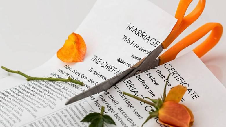 Δανία: Υποχρεωτικά μαθήματα... διαζυγίου, αλλιώς παραμένουν παντρεμένοι!