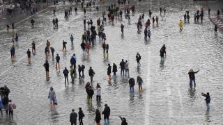 Σε ιστορικά υψηλά η στάθμη των υδάτων στην πλημμυρισμένη Βενετία