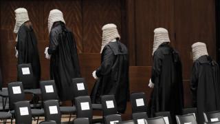 Οργή στη Ζιμπάμπουε: Δόθηκαν 140.000 ευρώ για… περούκες δικαστών