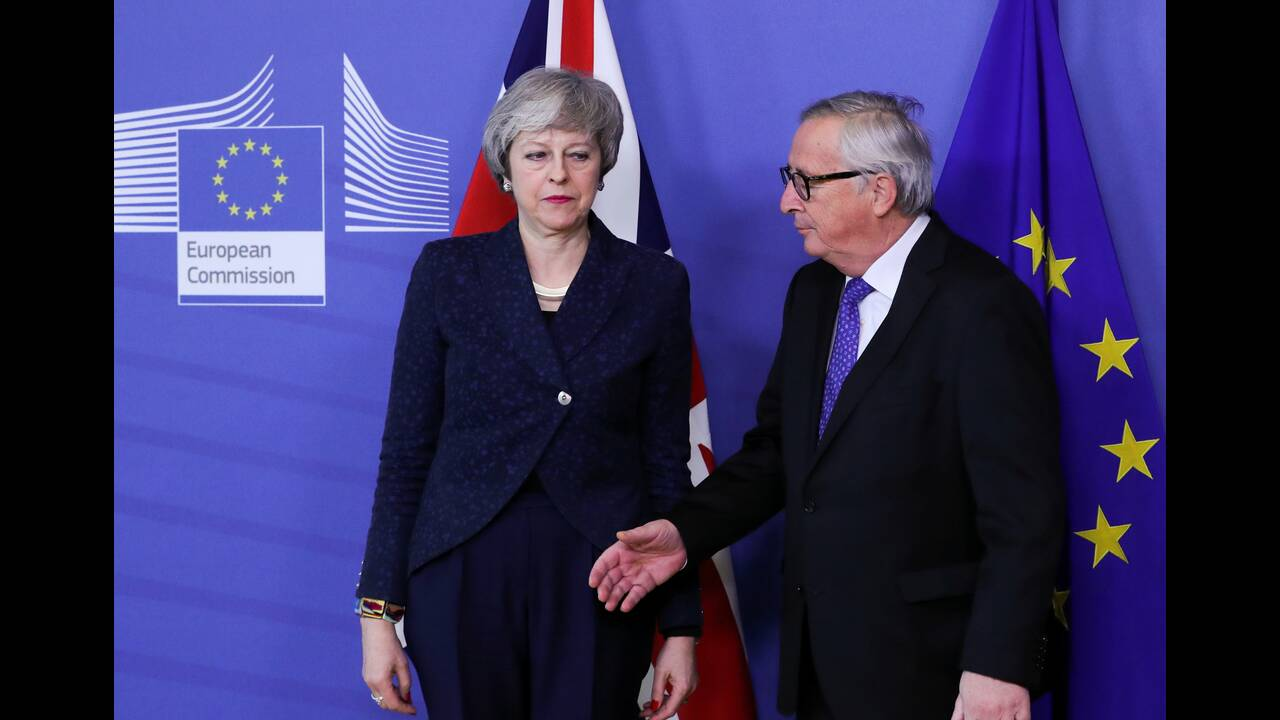 https://cdn.cnngreece.gr/media/news/2019/04/05/171813/photos/snapshot/2019-02-07T151902Z_476034369_RC14884FB1B0_RTRMADP_3_BRITAIN-EU-MAY-JUNCKER.JPG