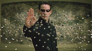20 χρόνια μετά το Matrix, θα παίρναμε το μπλε ή το κόκκινο χάπι;