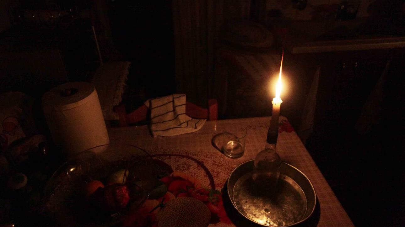 Πάτρα: Έκοψαν το ρεύμα σε οικογένεια με 4 ανήλικα παιδιά - Κοριτσάκι κάηκε από κερί