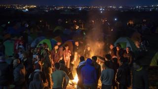 Χιλιάδες μετανάστες για δεύτερο βράδυ στα Διαβατά - Αποχώρησαν από το Σταθμό Λαρίσης