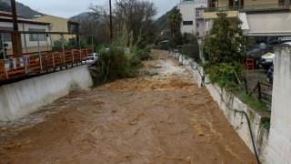 Συναγερμός στην Κρήτη: Εγκλωβισμένοι άνθρωποι λόγω κακοκαιρίας