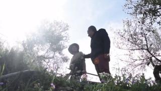 Αγρότισσα σε Θεοδωράκη: Δεν λες σε αυτόν τον Τσίπρα πότε θα μου δώσει τη σύνταξη;