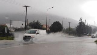 Κακοκαιρία: «Ποτάμια» οι δρόμοι στη Ρόδο