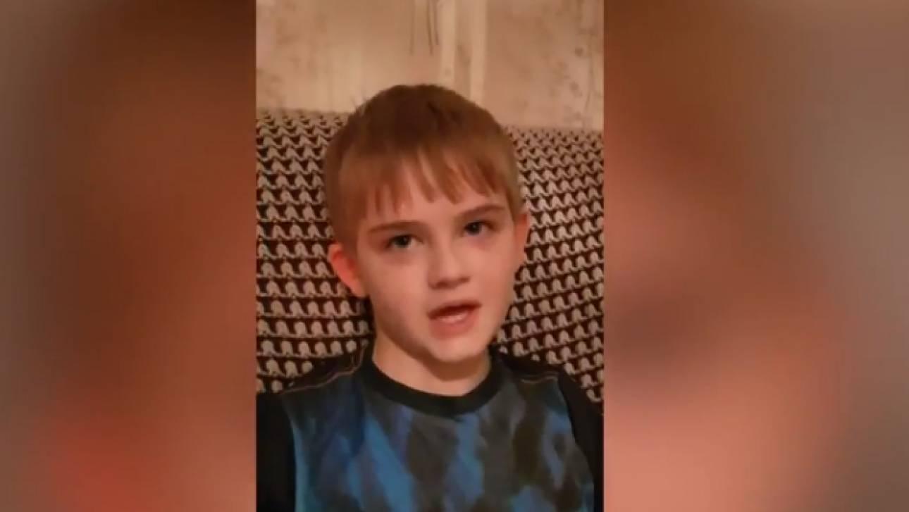 Σχολείο ανάγκαζε αυτιστικό παιδί να φορά φωσφοριζέ γιλέκο για να ξεχωρίζει