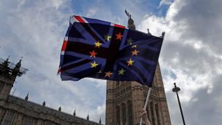 Μέι: Όσο καθυστερεί μια λύση, αυξάνεται ο κίνδυνος να μην αποχωρήσει από την ΕΕ το Ηνωμένο Βασίλειο