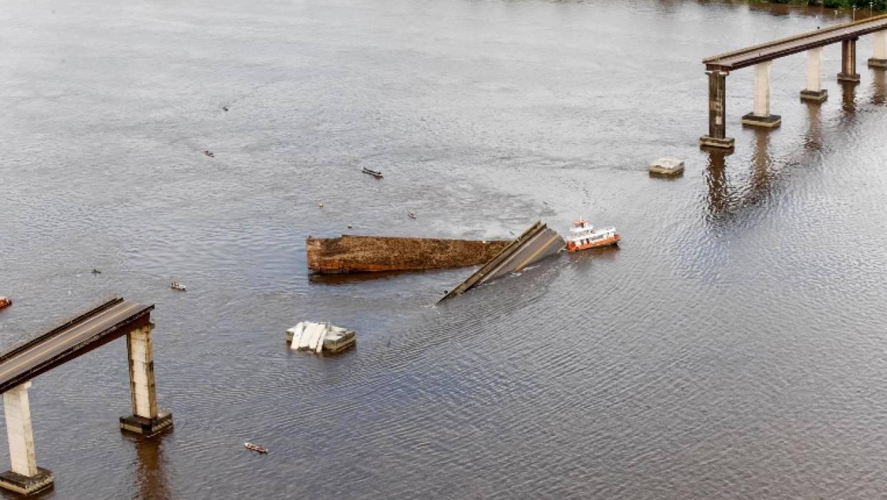 Βραζιλία: Πλοίο γκρέμισε γέφυρα ρίχνοντας οχήματα στο νερό