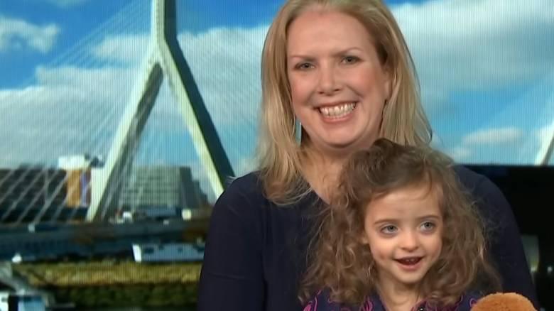 Την εγκατέλειψε η μητέρα της και την υιοθέτησε η νοσηλεύτρια - Μια απίστευτη ιστορία