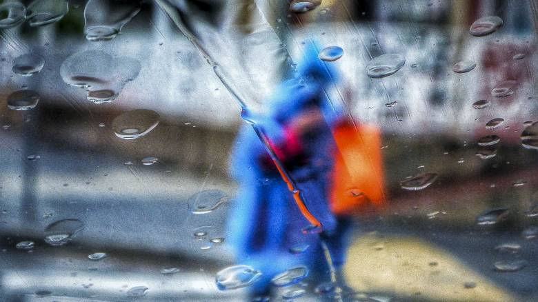 Νέα κακοκαιρία «σαρώνει» τη χώρα: Βροχές και καταιγίδες