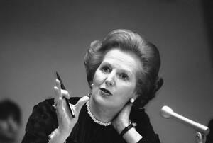 """1982 Η Πρωθυπουργός της Βρετανίας Μάργκαρετ Θάτσερ σε συνέντευξη Τύπου στα Ηνωμένα Έθνη. Η """"σιδηρά κυρία"""" της ευρωπαϊκής πολιτικής πέθανε στις 8 Απριλίου 2013."""