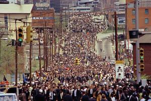 1968 Η εκκλησία των Βαπτιστών Εμπενίζερ, στην Ατλάντα, όπου δεκάδες χιλιάδες άνθρωποι προσήλθαν για να αποτίσουν φόρο τιμής στον Μάρτιν Λούθερ Κινγκ, ο οποίος δολοφονήθηκε λίγες μέρες νωρίτερα.