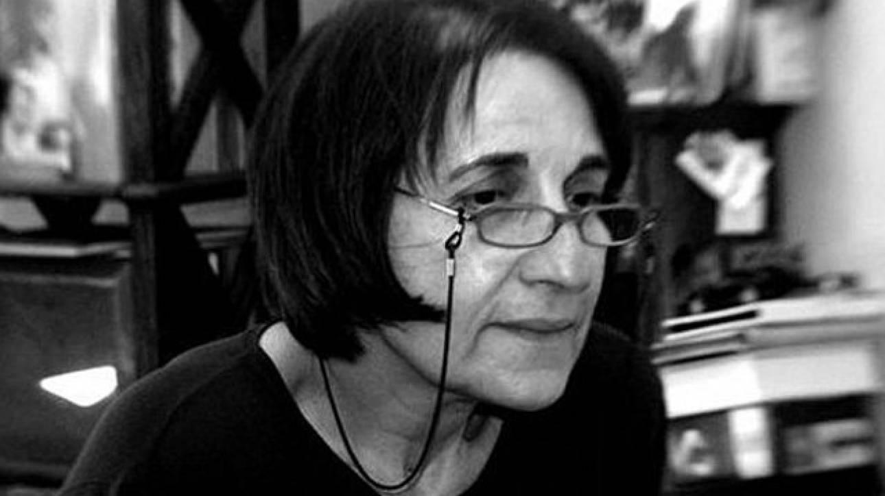 «Στὴ μέση τῆς ἀσφάλτου»: Η ποιητική διαδρομή της Μαρίας Κυρτζάκη στο Polis Art Cafe