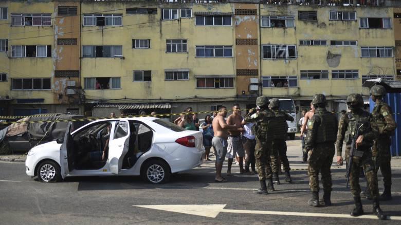 Σάλος: Γάζωσαν το αυτοκίνητο οικογένειας με 80 σφαίρες γιατί τους μπέρδεψαν με ληστές