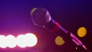 Αυτός είναι ο Έλληνας τραγουδιστής που συνελήφθη ως δραπέτης στην Ομόνοια