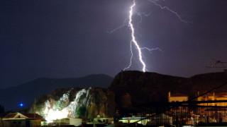 Ισχυρές βροχοπτώσεις και 3.000 κεραυνοί τη Δευτέρα