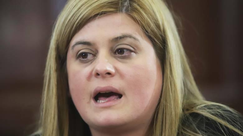 Διέκοψε την ομιλία της και αποχώρησε από εκδήλωση η υφυπουργός Μακεδονίας-Θράκης