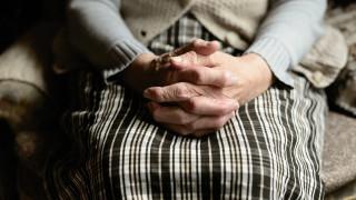 «Να με κλείσει φυλακή»: Η περιπέτεια της γιαγιάς Παρθένας για λίγα... παράνομα ραδίκια