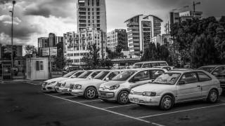 «Τρίγωνο των Βερμούδων»: Μυστήριο γύρω από τα παράξενο φαινόμενο σε πάρκινγκ σούπερ μάρκετ
