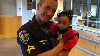 Η αγωνιώδης διάσωση από αστυνομικό ενός μωρού που πνιγόταν