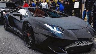 Ρωσίδα σταρ του instagram «στόλισε» τη Lamborghini της με δύο εκατομμύρια Swarovski