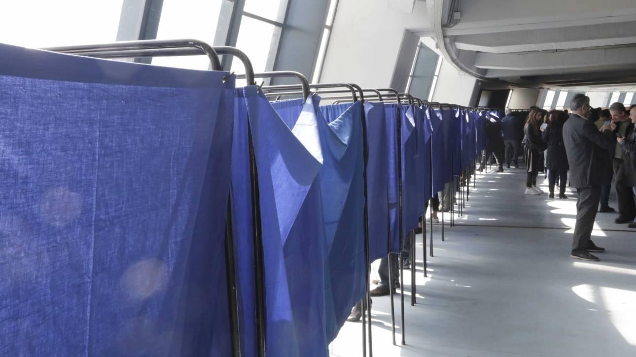 Εκλογικός «πυρετός» στο υπ. Εσωτερικών: Προμήθεια 106.000 καλπών και πολύχρωμων παραβάν