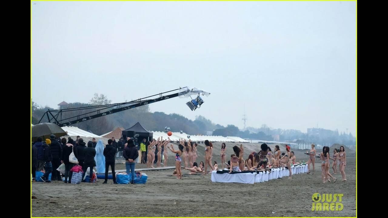 https://cdn.cnngreece.gr/media/news/2019/04/10/172400/photos/snapshot/jude-law-leaves-little-imagination-shirtless-young-pope-scene-38.jpg
