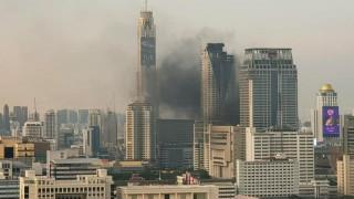 Φωτιά σε ουρανοξύστη στην Μπανγκόκ - Ένας νεκρός