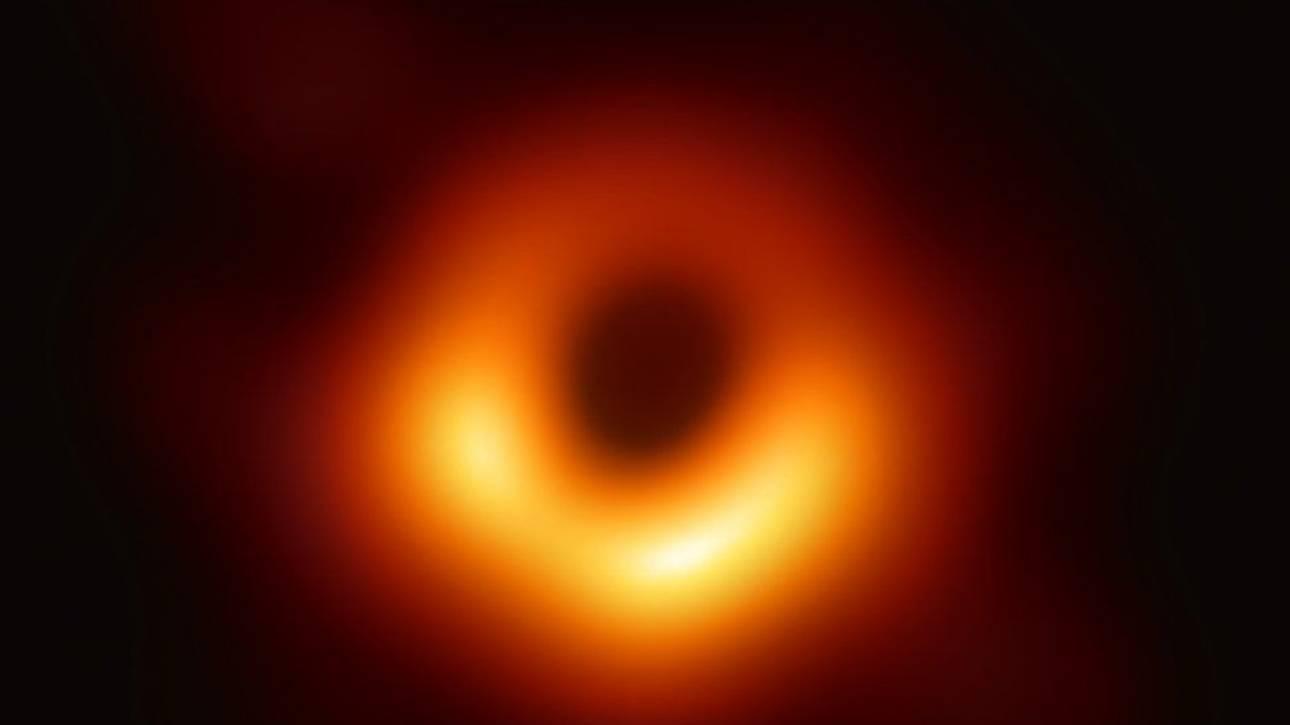 Μαύρη τρύπα: Ο καθοριστικός ρόλος Έλληνα επιστήμονα που έφερε στο «φως» την πρώτη φωτογραφία