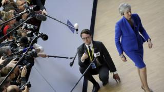 Brexit: Καλά κρατεί το θρίλερ - Διασφαλίσεις ζητούν οι «27» από τη Μέι