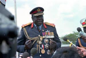 1978 Ο Ίντι Αμίν, Πρόεδρος της Ουγκάντα, μιλάει στο συγκεντρωμένο πλήθος με την ευκαιρία των εορτασμών της 7ης επετείου από τη μέρα που πήρε την εξουσία στη χώρα.