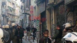 Εξάρχεια: Εντόπισαν τη γυναίκα που είχε διαφύγει κατά την επιχείρηση του Λιμενικού