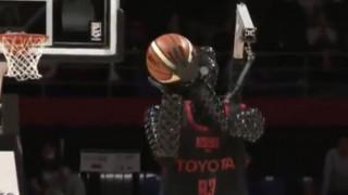 Ρομπότ σκοράρει από το κέντρο και «τρελαίνει» την Ιαπωνία