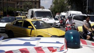 Συγκλονιστικό βίντεο από την προσπάθεια της αστυνομίας να οδηγήσει 11χρονο αγόρι στο «Παίδων»