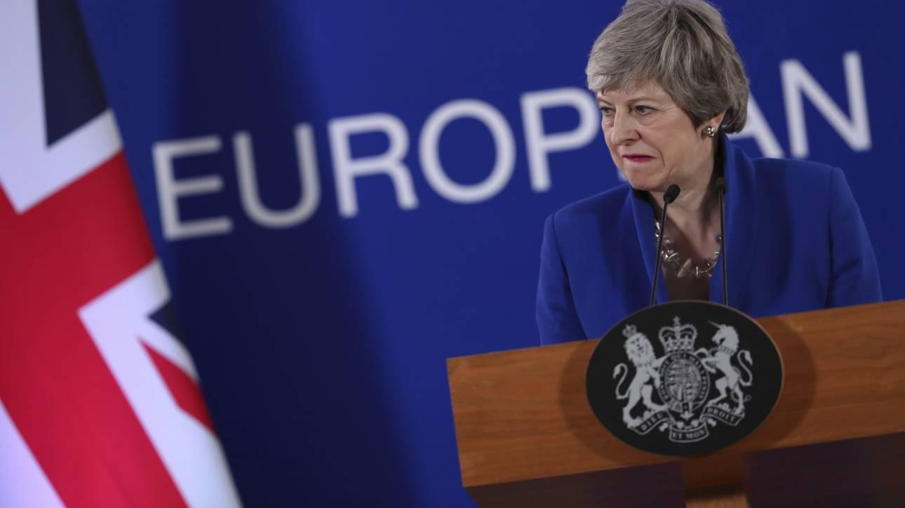 Brexit: «Άθλια υποταγή» της Μέι η συμφωνία για παράταση – Ζητούν ξανά την παραίτησή της