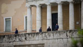 Λήξη συναγερμού μετά το τηλεφώνημα για βόμβα στη Βουλή