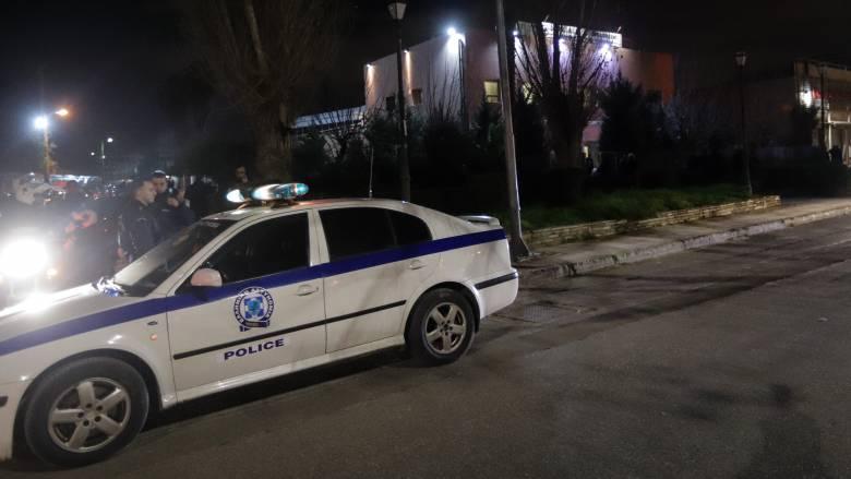 Ληστεία στη Γλυφάδα: Εισέβαλαν με αυτοκίνητο σε βενζινάδικο