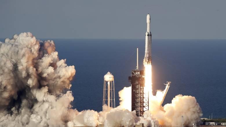 Falcon Heavy: O πύραυλος της Space Χ έκανε την πρώτη του εμπορική εκτόξευση