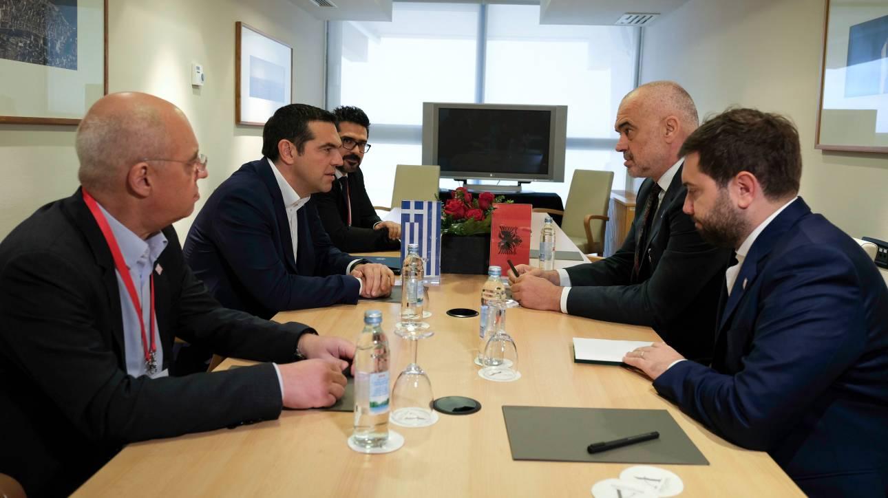Τσίπρας σε Ράμα: Η ένταξη της Αλβανίας στην ΕΕ περνά από τον σεβασμό της ελληνικής μειονότητας