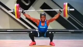 Σκληρό βίντεο: Σοκαριστικός τραυματισμός Γαλλίδας αθλήτριας της Άρσης Βαρών