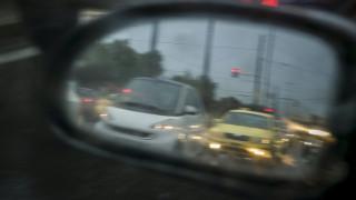 Κυκλοφοριακό «έμφραγμα» στην Αθήνα λόγω της καταρρακτώδους βροχής - Πού παρατηρούνται προβλήματα