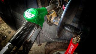 Το λάθος που κάνουν οι Έλληνες όταν βάζουν βενζίνη – Προκαλεί μεγάλη ζημιά στο αυτοκίνητό τους