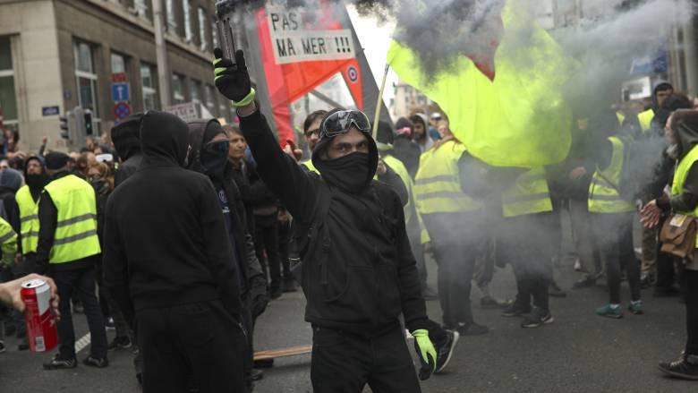 Γαλλία: Συγκρούσεις μεταξύ διαδηλωτών των Κίτρινων Γιλέκων και της αστυνομίας