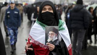 Ιράν: Καταδίκασαν μητέρα σε φυλάκιση ενός έτους γιατί έβγαλε την μαντίλα σε δημόσιο χώρο