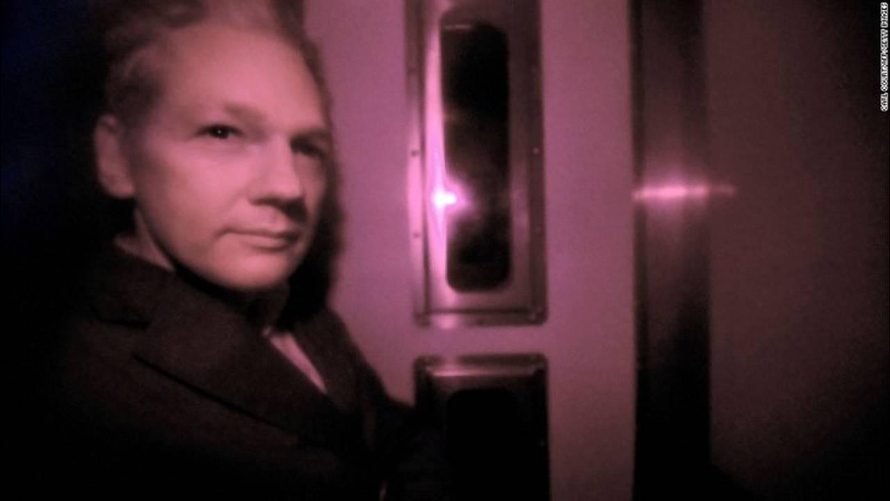 https://cdn.cnngreece.gr/media/news/2019/04/15/172965/photos/snapshot/131010132045-06-assange-1010-horizontal-large-gallery.jpg