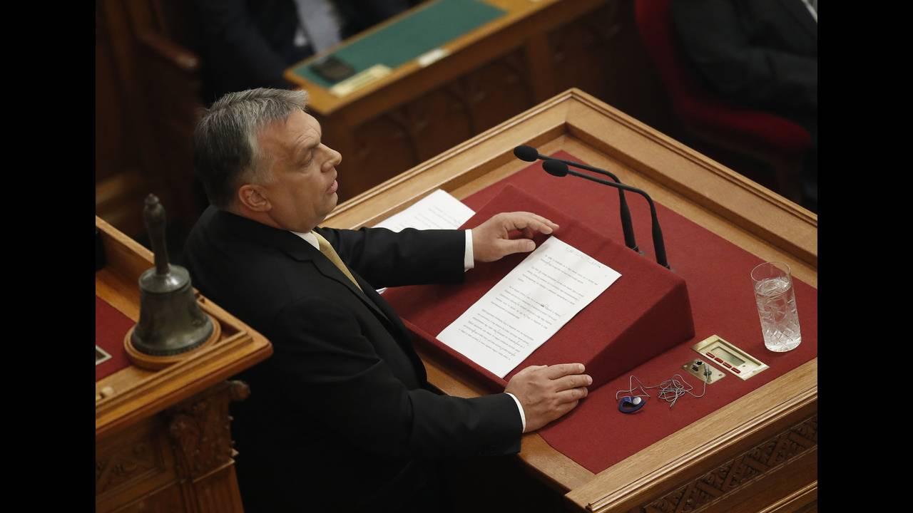 https://cdn.cnngreece.gr/media/news/2019/04/15/172980/photos/snapshot/2018-05-10T131545Z_1826657975_UP1EE5A10U9BZ_RTRMADP_3_HUNGARY-ORBAN.jpg