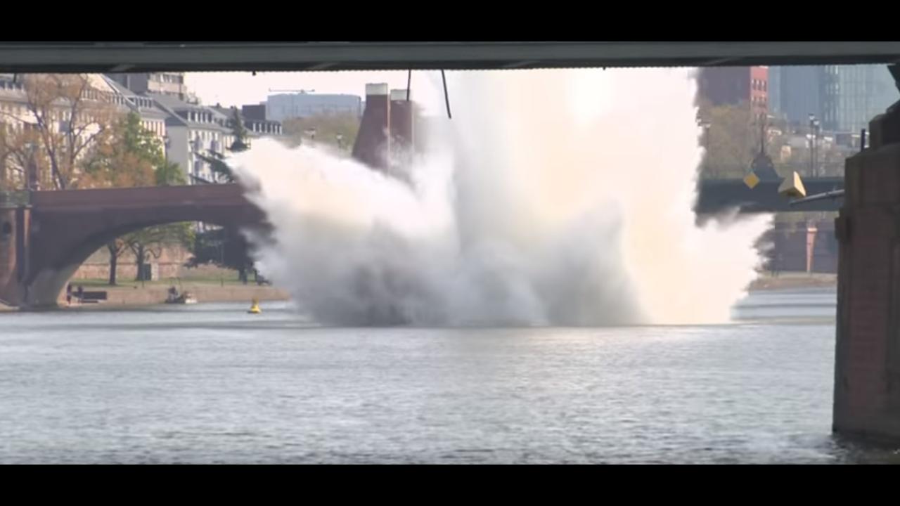 https://cdn.cnngreece.gr/media/news/2019/04/15/173007/photos/snapshot/bomb4.PNG