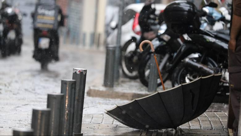 Καιρός: Ισχυρές βροχές, καταιγίδες και χαλάζι μέχρι την Τετάρτη