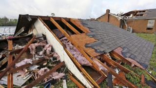 Σφοδρές καταιγίδες και ανεμοστρόβιλοι «σαρώνουν» τις ΗΠΑ: Νεκροί και δεκάδες τραυματίες